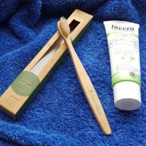 BLOGI bambusest hambahari ja lavera hambapasta