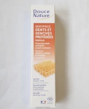 Зубная паста с прополисом для укрепления зубов и десен Douce Nature